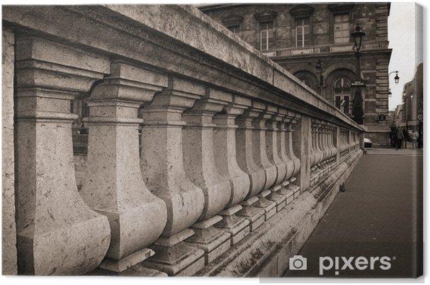 Tableau sur toile Près les détails de colonnes de pierre sur le pont à Paris - Villes européennes