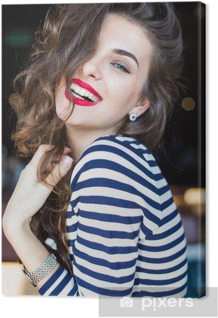 Tableau sur toile Près portrait de la belle jeune femme souriante - Personnes