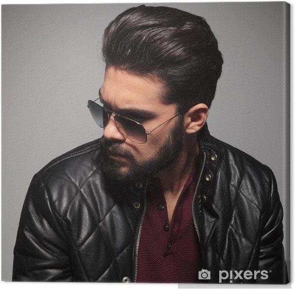 Tableau sur toile Profil d un jeune homme en lunettes de soleil et veste en  cuir 409ae6695393