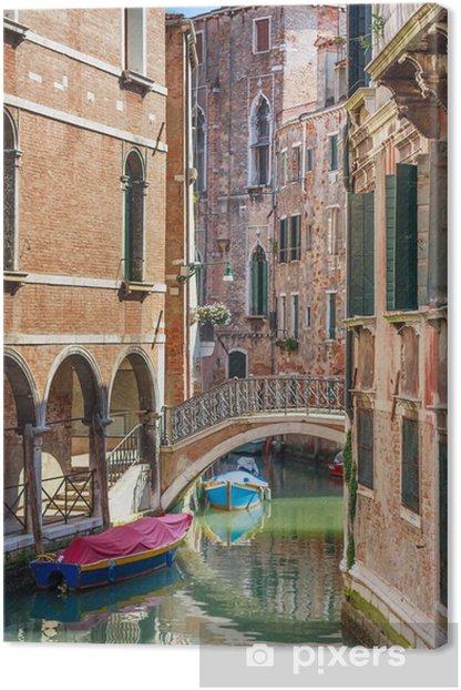 Tableau sur toile Romantique canal et le pont dans le centre de Venise, Italie - Europe