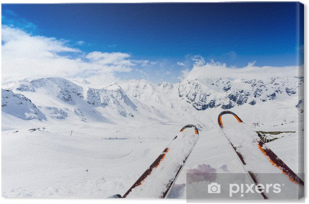 Tableau sur toile Ski, montagnes et des équipements de ski sur les pistes de ski - Le ski