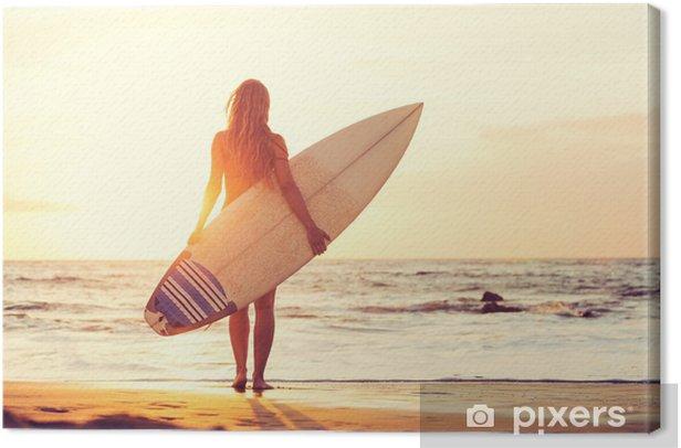 Tableau sur toile Surfer Girl sur la plage au coucher du soleil - Vacances