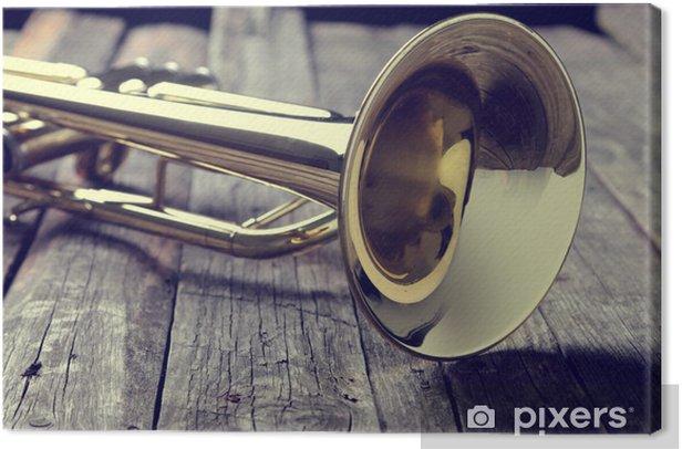Tableau sur toile Trompette sur une vieille table en bois. Style vintage. - Musique