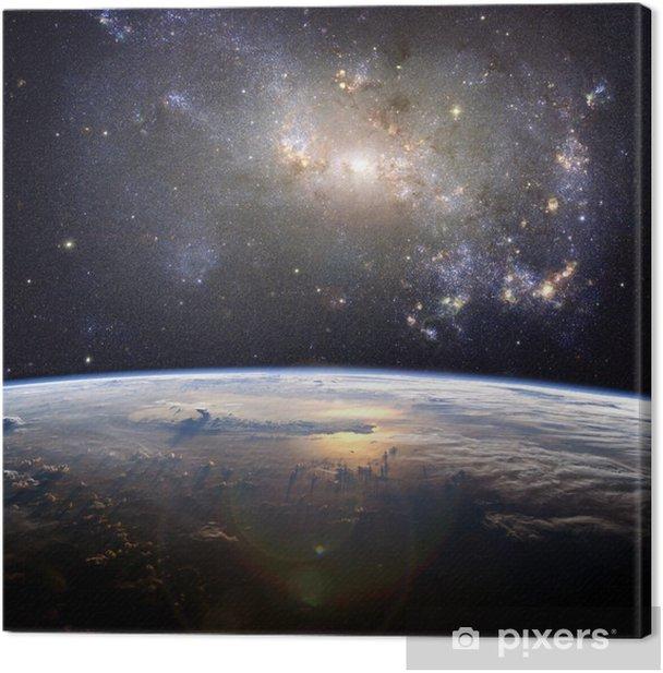 Tableau sur toile Une belle nébuleuse (de galaxie irrégulière NGC 4449) sur la Terre - Univers