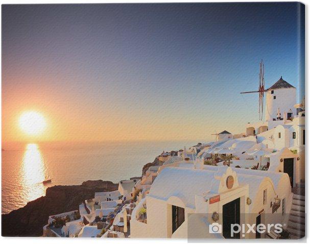 Tableau sur toile Une vue d'un village sur l'île de Santorin et un coucher de soleil - Santorini