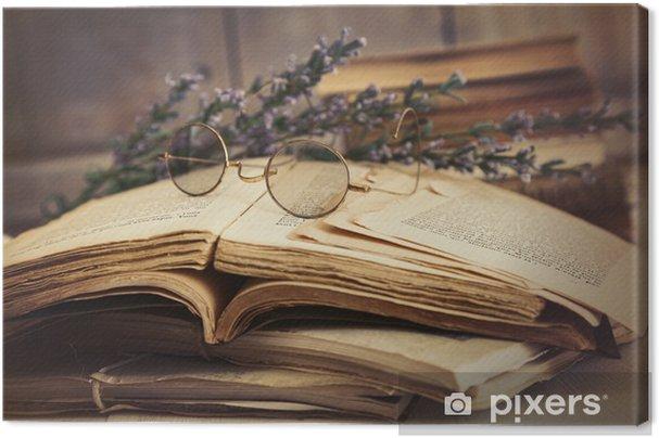 Tableau sur toile Vieux livres ouverts sur la table en bois - Education