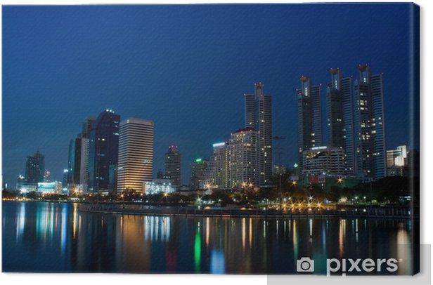 Tableau sur toile Ville de Bangkok dans la nuit avec la réflexion de l'horizon - Asie