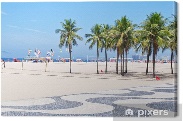 Tableau sur toile Vue sur la plage de Copacabana avec des palmiers et des mosaïques de trottoir - Villes américaines
