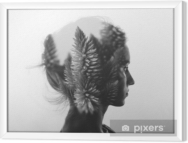 Tavla i Ram Kreativa dubbel exponering med porträtt av ung flicka och blommor, svartvitt - Människor