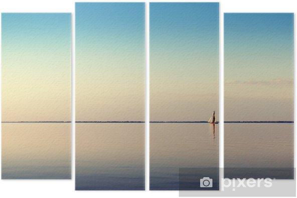 Tetraptych Vodě terén s bílou plachetnici na klidných vodách ve světle zapadajícího slunce. Tónovaný a zpracování fotografií. - Krajiny