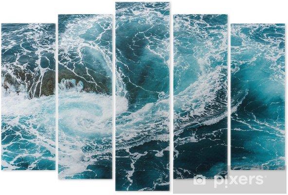 Vijfluik Duizelingwekkende, wervelende schuimende watergolven in de oceaan van bovenaf gefotografeerd - Landschappen