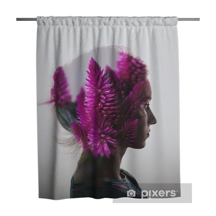 Zasłona prysznicowa Kreacja podwójna ekspozycja z Portret młoda dziewczyna i kwiaty - Ludzie