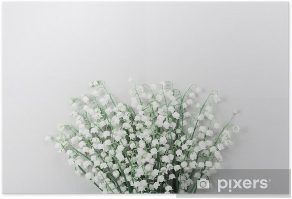 Zelfklevende Poster Mooi boeket bloemen lelietje-van-dalen op pastel tafel van bovenaf. minimale compositie en vlakke lay-stijl. - Bloemen en Planten