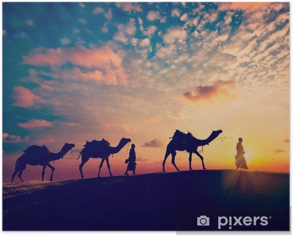 Zelfklevende Poster Twee kameeldrijvers (camel drivers) met kamelen in de duinen van de woestijn - Sport