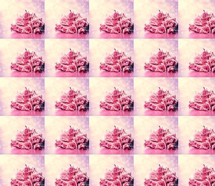 Vinylová Tapeta Krásné růžové růže na růžovém dřevěný stůl - Květiny