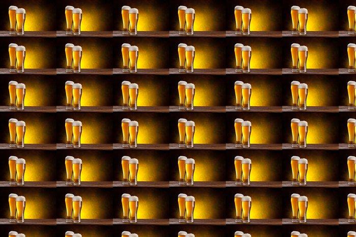 Vinylová Tapeta Pivní sud pivní sklenice na dřevěném stole. - Alkohol