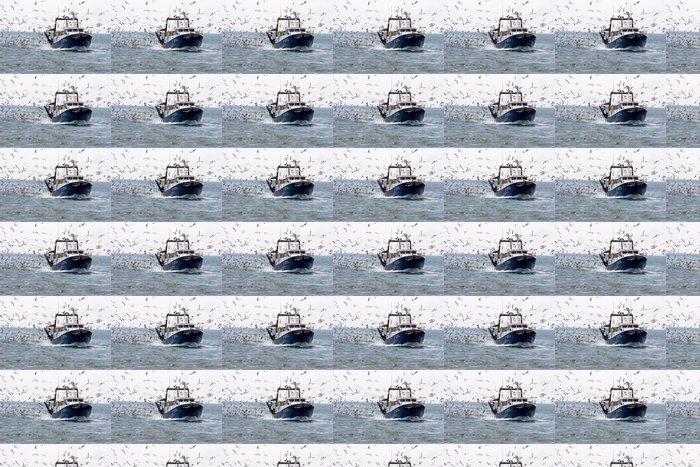 Papier peint à motifs vinyle Bateau de pêche et mouettes - Europe