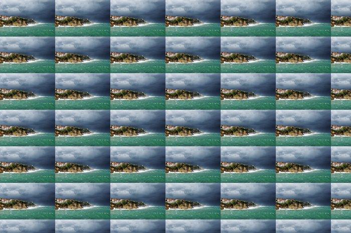 Vinylová Tapeta Pobřeží Lekeitio se bouře a rozbouřeném moři - Voda