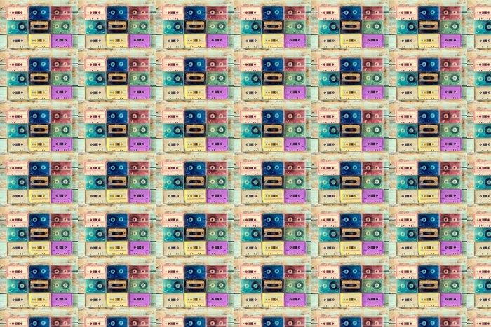 Carta da Parati a Motivi in Vinile Vista dall'alto (sopra) un tiro di cassetta nastro retro su tavola di legno - stili di effetti a colori d'epoca. - Hobby e Tempo Libero