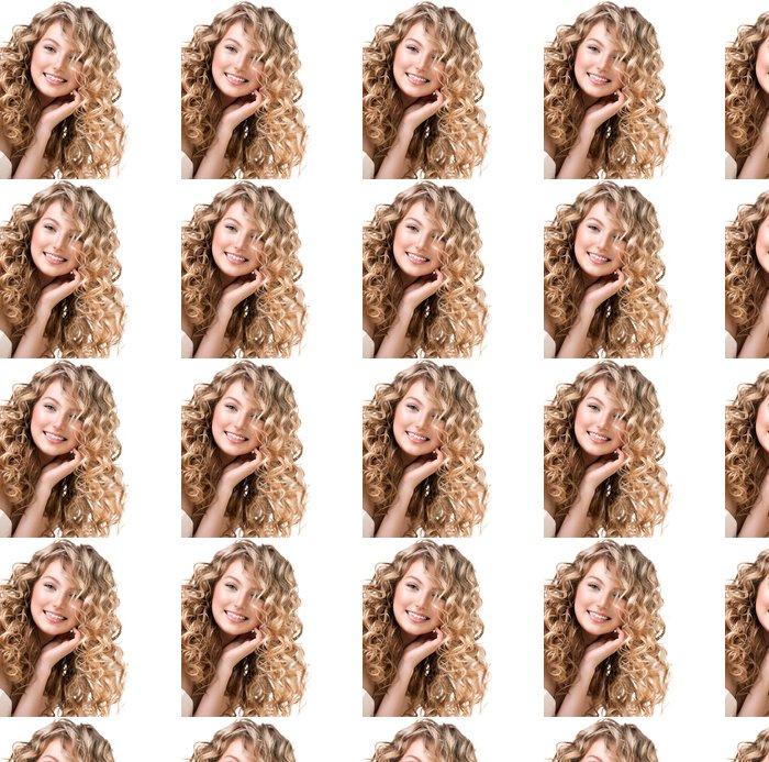 Vinylová Tapeta Krásná dívka s blond kudrnaté vlasy. Dlouhé vlasy po trvalé ondulaci - Žena