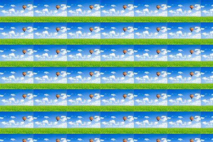 Vinylová Tapeta Barevné horkovzdušný balón nad zelenými poli - Svoboda