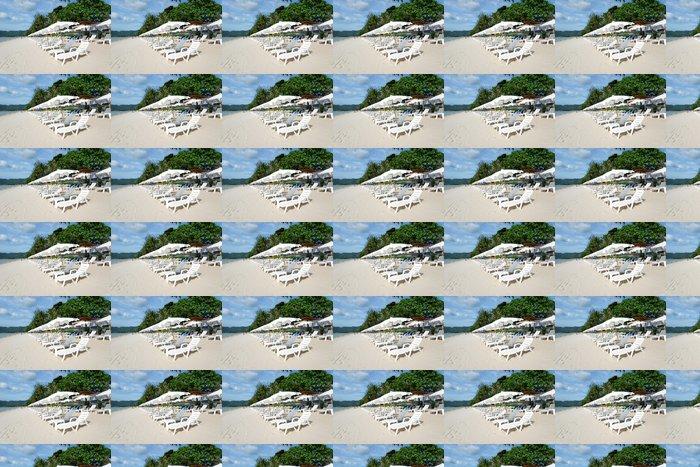 Vinylová Tapeta Pláž s lehátky a slunečníky - Asie