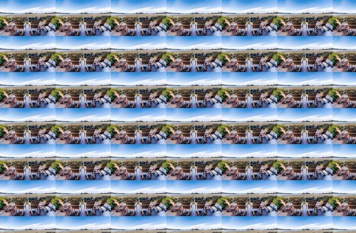 Vinylová Tapeta Čtyři židle na palubě výhled na pláž - Voda
