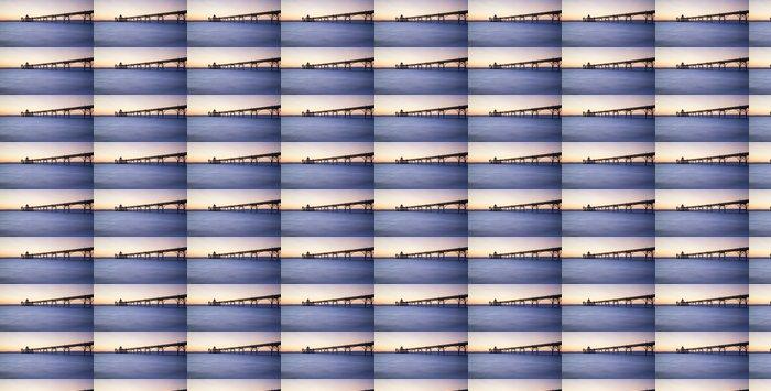 Vinylová Tapeta Krásný dlouhý západ slunce nad oceánem expozice s molo silueta - Témata