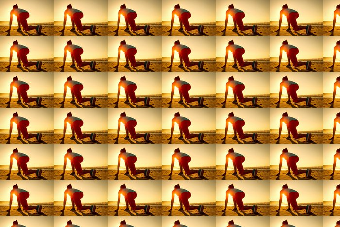 Vinylová Tapeta Žena připraven pro provoz na sunset beach - Témata