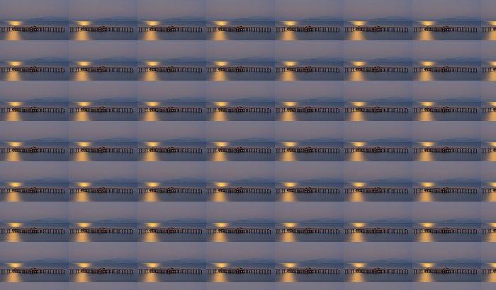 Vinyltapete Lange Exposition auf hölzernen Pier mit Mondlicht - Wasser