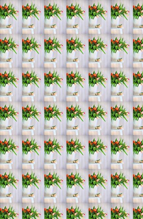 Vinylová Tapeta Barevné jarní tulipány na staré lavičce - Mezinárodní svátky