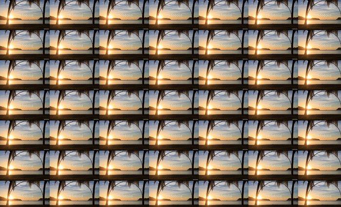 Vinyltapet Tropisk strand ved solnedgang - Ferie og Høytid