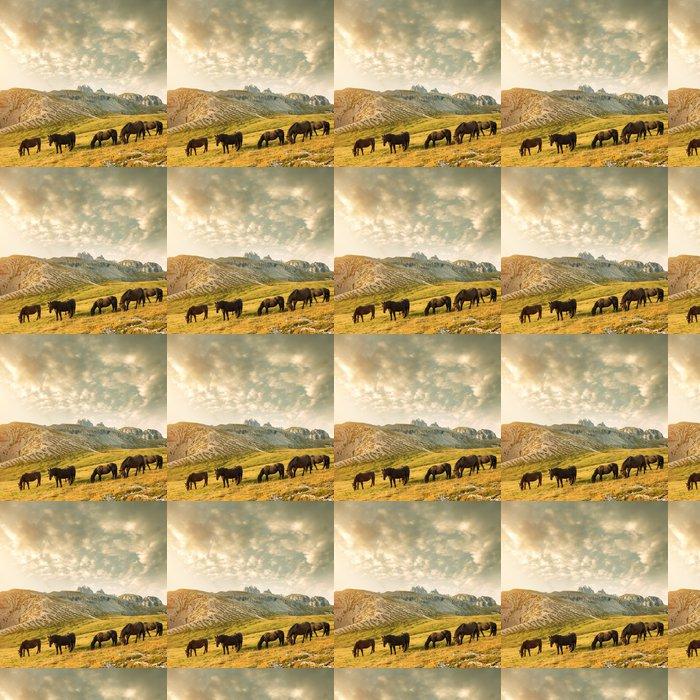Vinylová Tapeta Krásné horské krajiny s koňmi v popředí - Outdoorové sporty