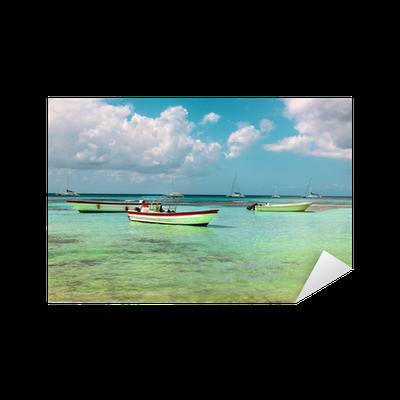 Adesivo Barche Sul Mare Azzurro Su Uno Sfondo Di Cielo Blu Pixers