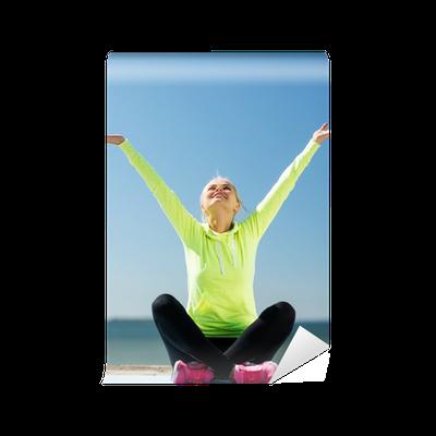fototapete frau macht yoga im freien pixers wir leben um zu ver ndern. Black Bedroom Furniture Sets. Home Design Ideas