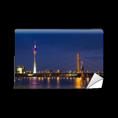 Fototapete skyline d sseldorf bei nacht pixers wir leben um zu ver ndern - Dusseldorf wandtattoo ...