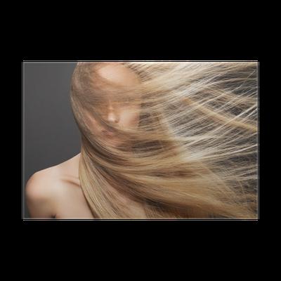 Poster Modello Donna con capelli al vento. Shiny ...