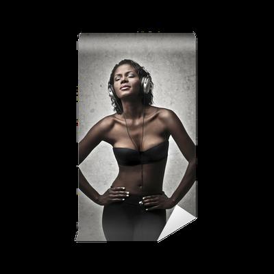 Musta Nainen