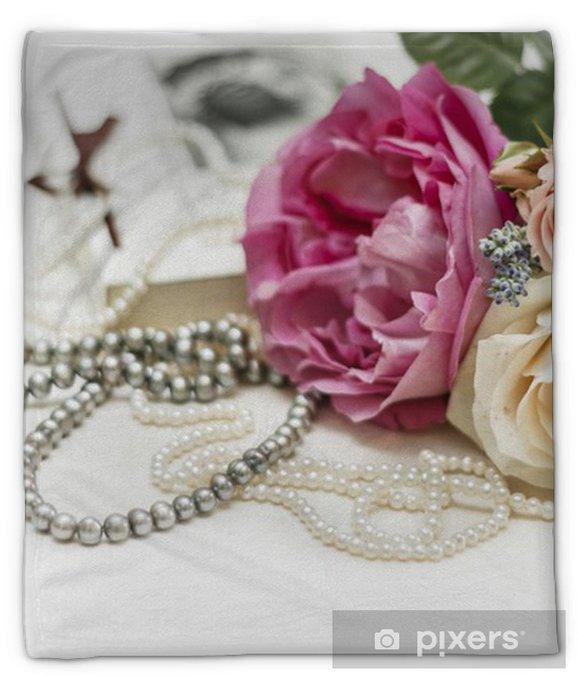 Couverture En Molleton Invitation De Mariage Roses Avec Le Livre Vintage Et Colliers De Perles