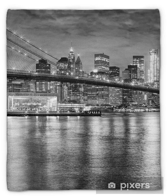 Manta de felpa Foto blanco y negro del puente de Brooklyn y Manhattan en la noche, New York City, los EEUU - Viajes