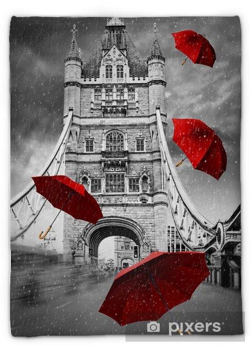 Manta de felpa Puente de la torre en el río Támesis con paraguas voladores. Londres, Inglaterra. gráfico de concepto blanco y negro con elemento rojo. - Construcciones y arquitectura