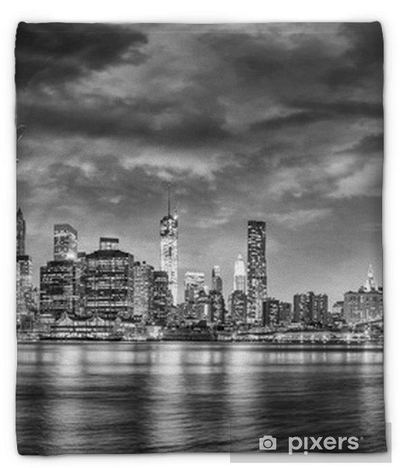 Manta de felpa Vista en blanco y negro del avión sobrevolando Nueva York - Viajes