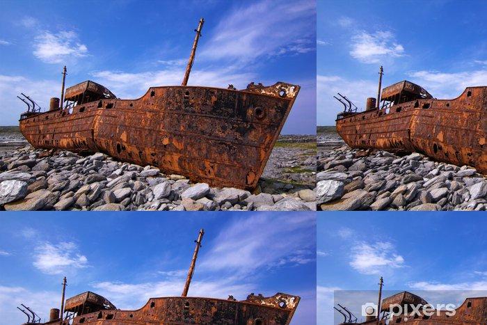 Vinyl Behang Vracht schip schipbreuk tijdens een storm voor de kust van - Thema's