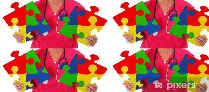Papel Pintado Estándar Enfermera Sostiene Dos pedazos del rompecabezas que representa de Concienciación del Autismo - Salud y medicina