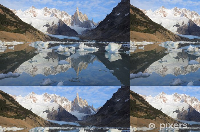 Vinyltapet Cerro Torre berget. Los Glaciares nationalpark. - Amerika