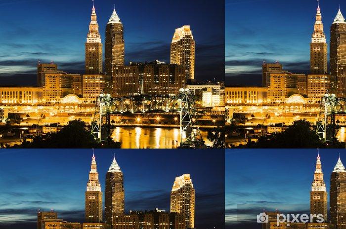 Vinyltapet Cleveland under blå kväll - Stad