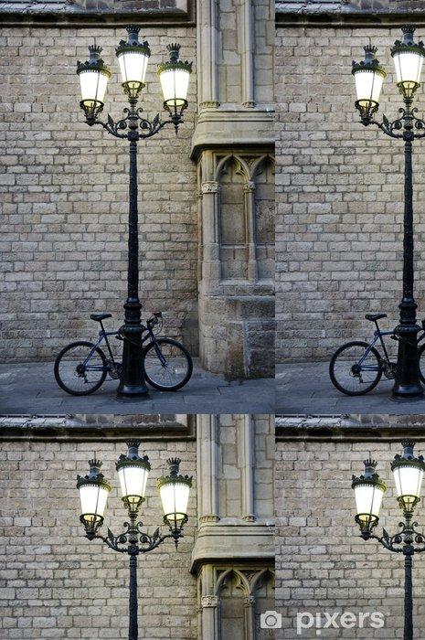Vinyltapet Cykel parkerad bredvid en lyktstolpe - Cyklar