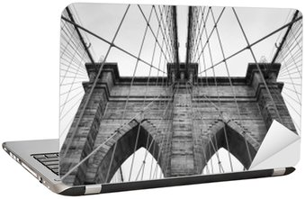 Adesivo per Laptop Ponte di Brooklyn New York City da vicino dettaglio architettonico in bianco e nero senza tempo