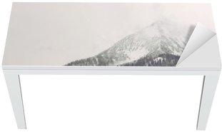 Adesivo per Tavolo & Scrivania Nuvole che si muovono sopra picco di montagna distante