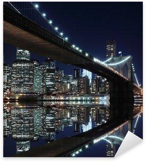 Adesivo Pixerstick Ponte di Brooklyn e skyline di Manhattan di notte, New York City